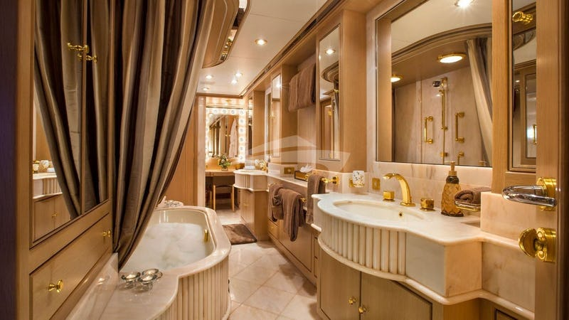 CHANTAL MA VIE :: Master bathroom