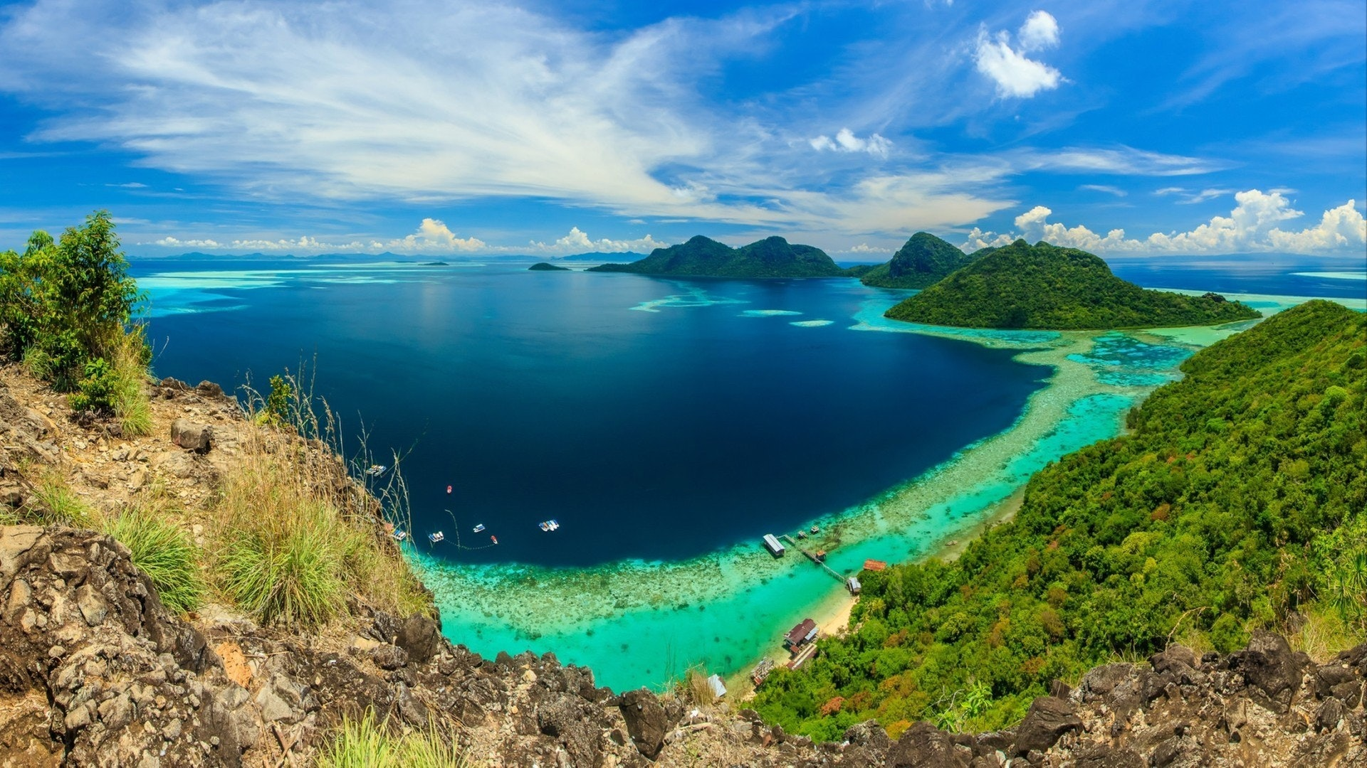 Luxury Yacht Charter Guide to Borneo