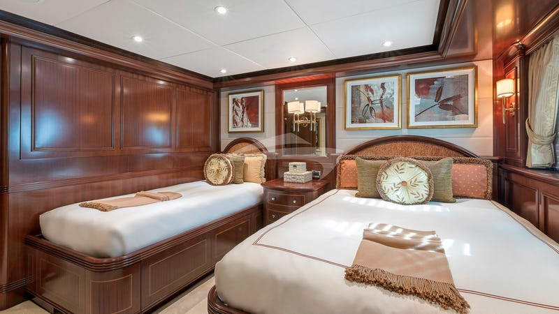 SOVEREIGN :: Guest cabin with twin beds
