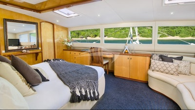 Main deck master king guest suite