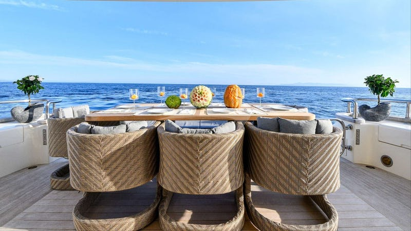 AMER-ICA :: Deck Dining
