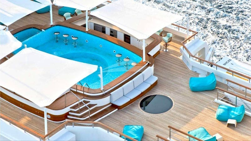 Sundeck Swimming Pool