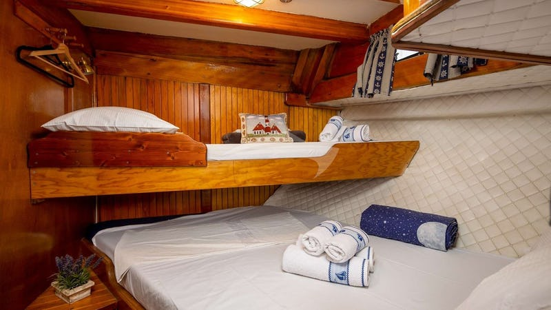 double bed cabin with additional bed for child