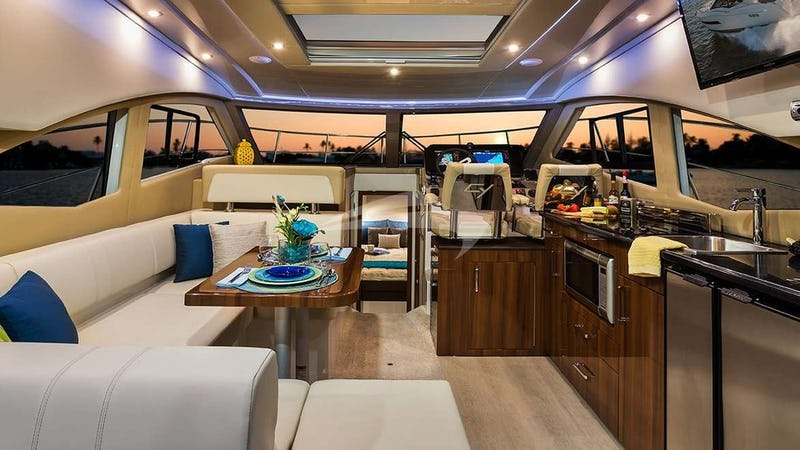 Yacht Charter CLEARADISE