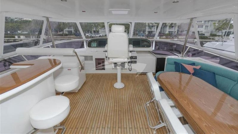 KAYLIANNA MARIE :: Flybridge with bar
