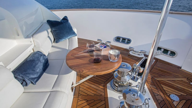 SLAINTE III :: Flybridge Seating
