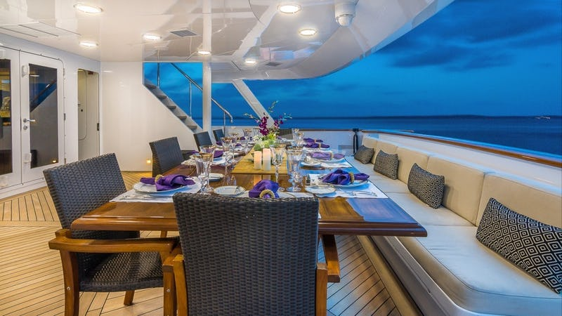 CLAIRE :: MAIN-AFT-DECK-DINING-FULL-TABLE-2