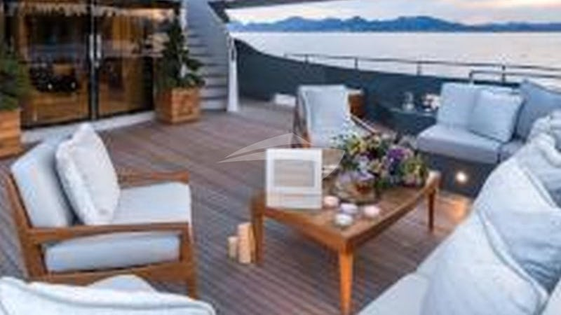 LEGENDA :: Deck Seating
