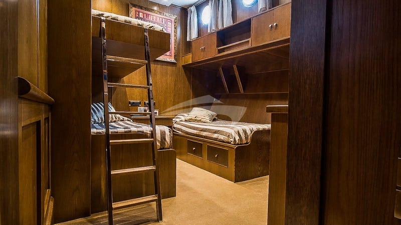 ARKTOS :: Twin Bedroom with Pullman