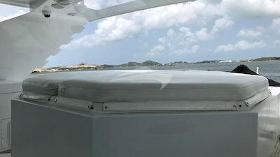 Flybridge spa