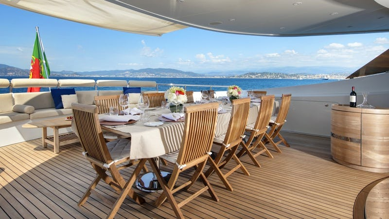 BLUE MAGIC :: Upper Deck Dining