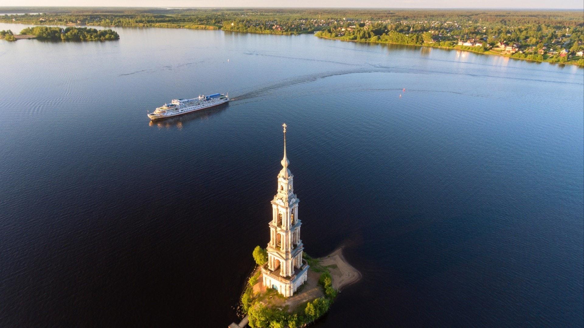 Ville Kalyazin de la région de Tver. Le clocher de la cathédrale Saint-Nicolas