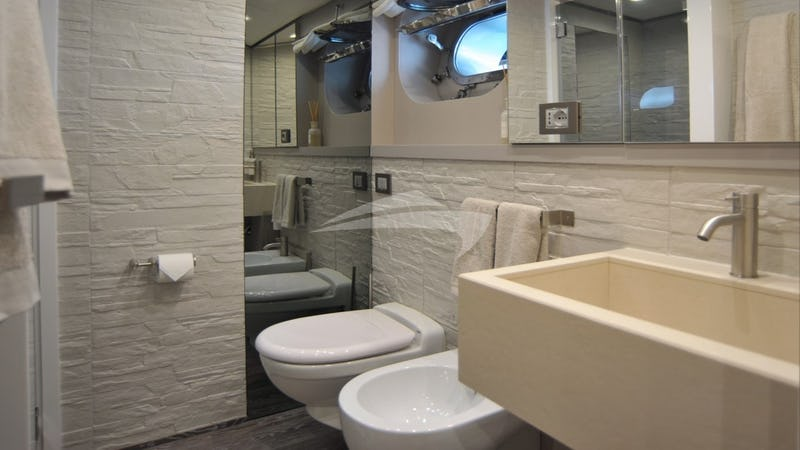 IROCK :: twin bathroom