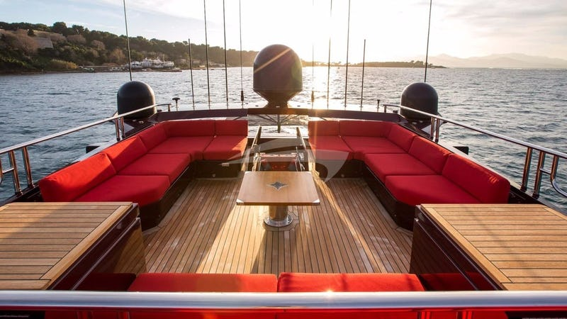 VITAMIN :: Aft Deck Seating