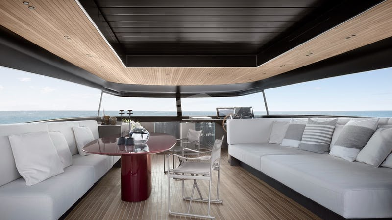 Top deck with retractable roof