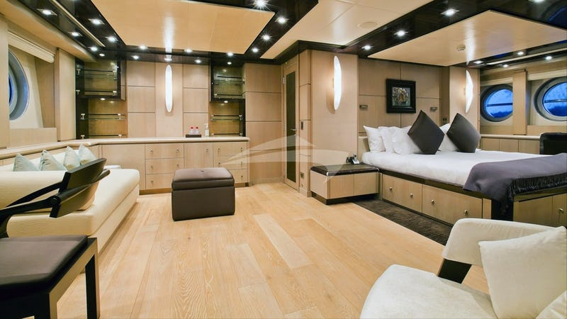 PLUS TOO :: Master stateroom
