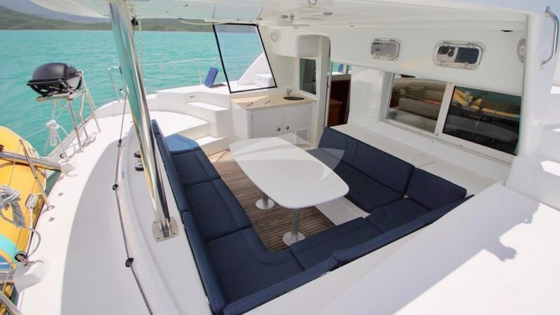 ALIZE :: Spacious aft covered seating area