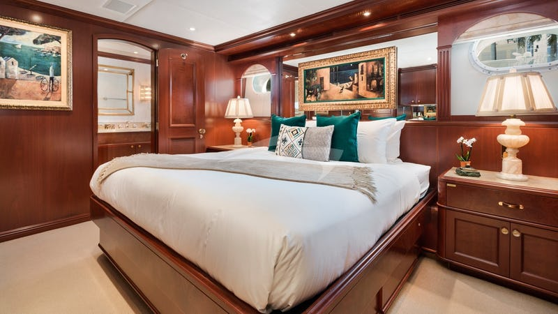 RELENTLESS :: King guest stateroom (1)