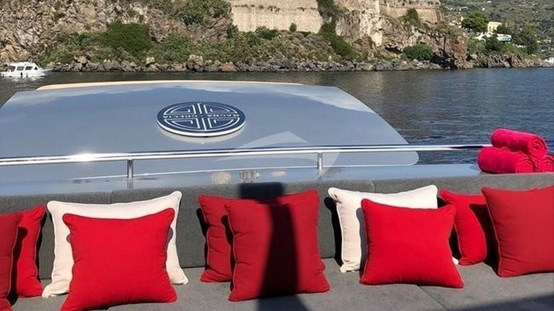 Assentos no deck