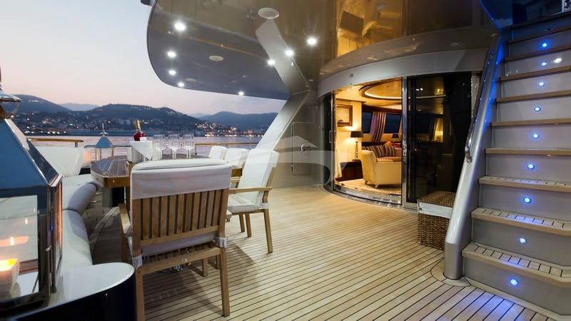 Aft deck space and seating