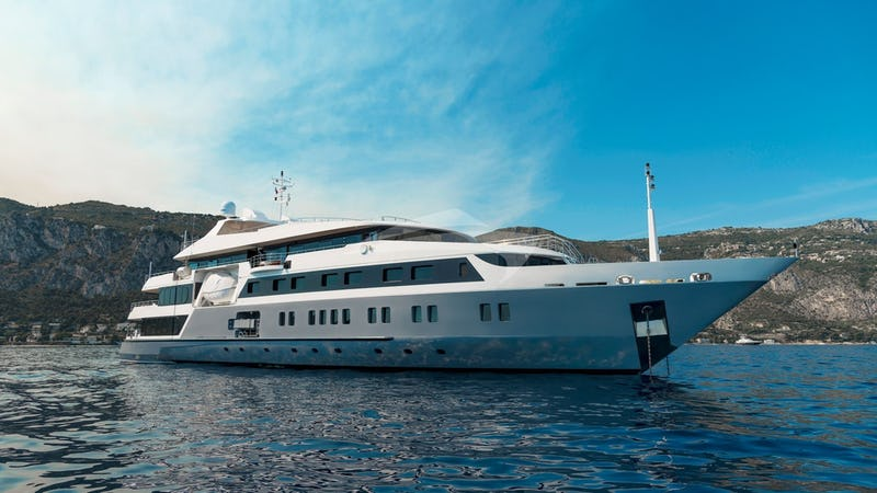 Yacht Charter SERENITY