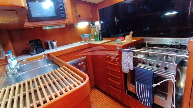 AURORA :: The well equipped galley
