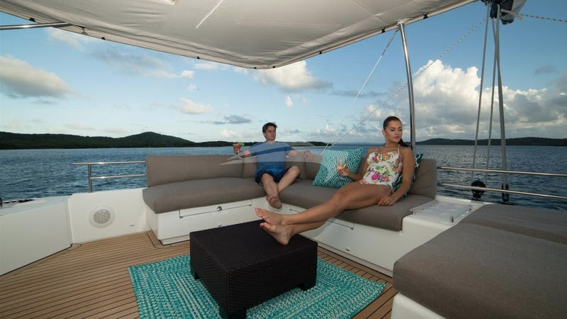 Teh Flybridge - The top deck with the fabulous vie