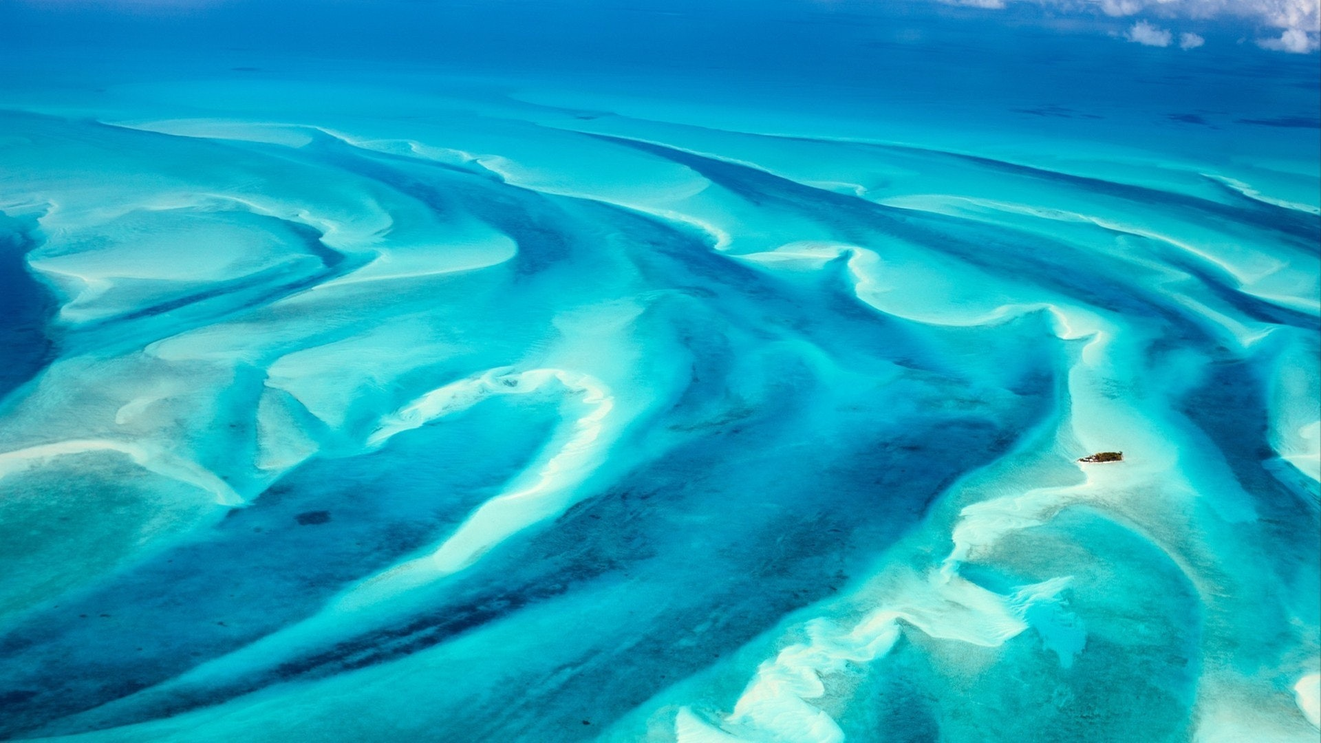 Luxury Yacht Charter Guide to Bahamas