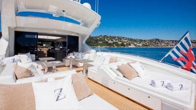 Aft deck space and sou loungers
