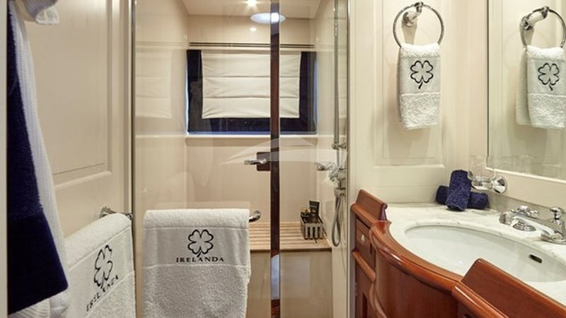 IRELANDA :: Guest Bathroom