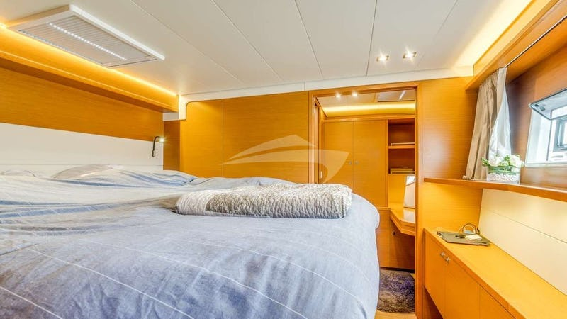 LIBERTE :: Forward port cabin