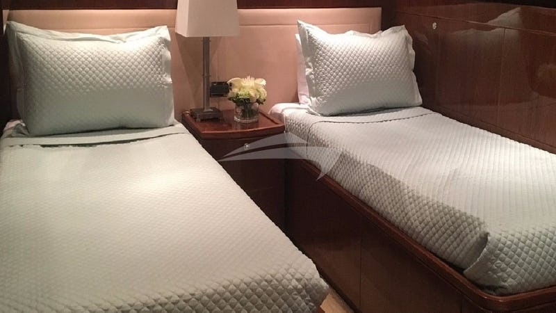LADY DEENA II :: Twin/Convertible Stateroom