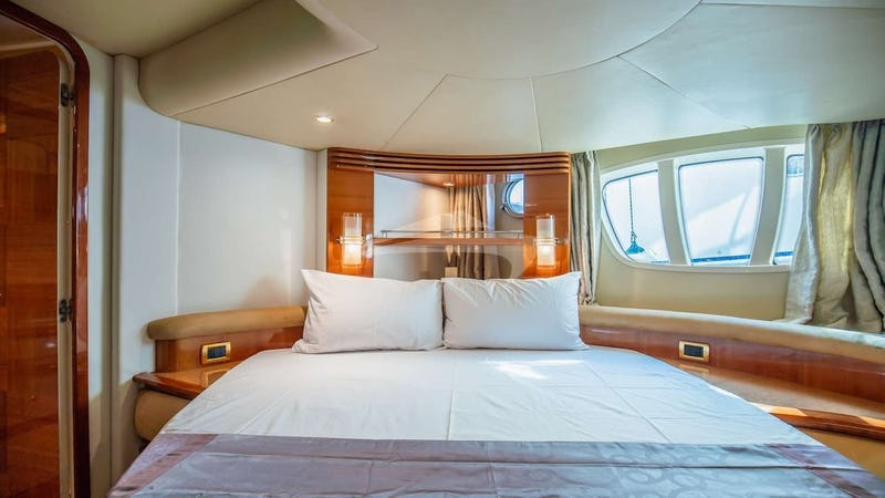 AFTER 8 :: VIP Double Cabin