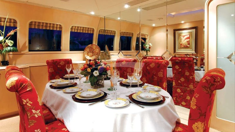 MARGAUX :: Formal dining