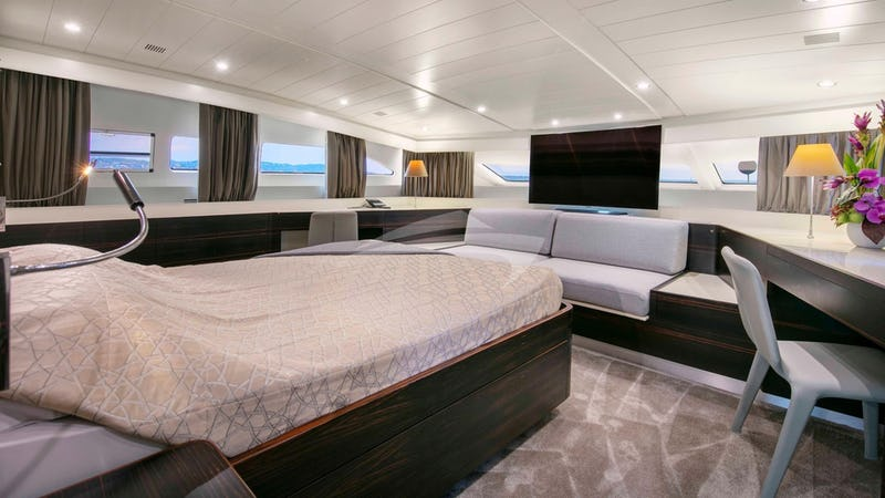 Y42 :: Master Stateroom