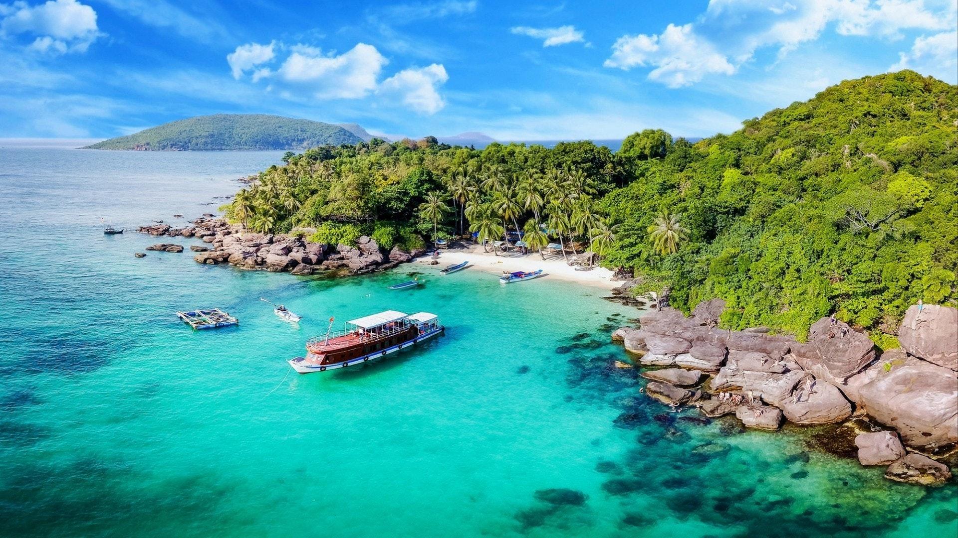 Luxury Yacht Charter Guide to Vietnam
