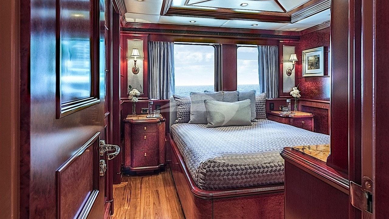 VIP queen / bridge deck forward