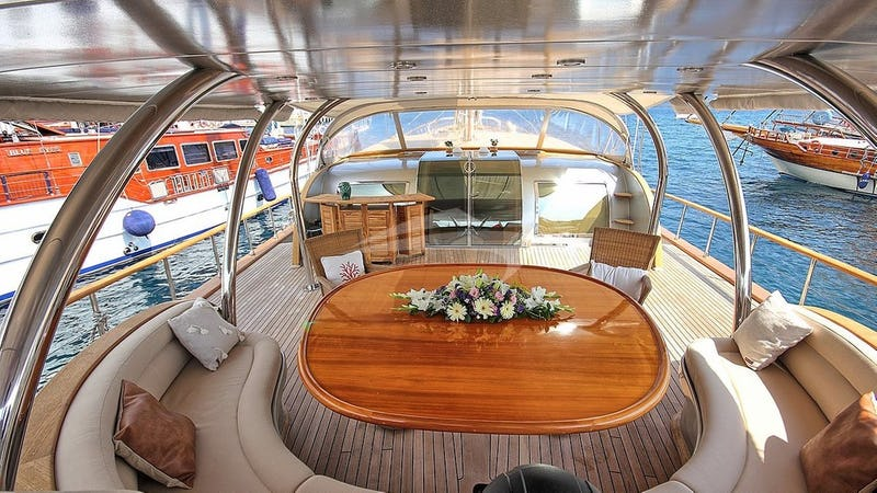 SILVERMOON :: AFT Deck - Dining Area