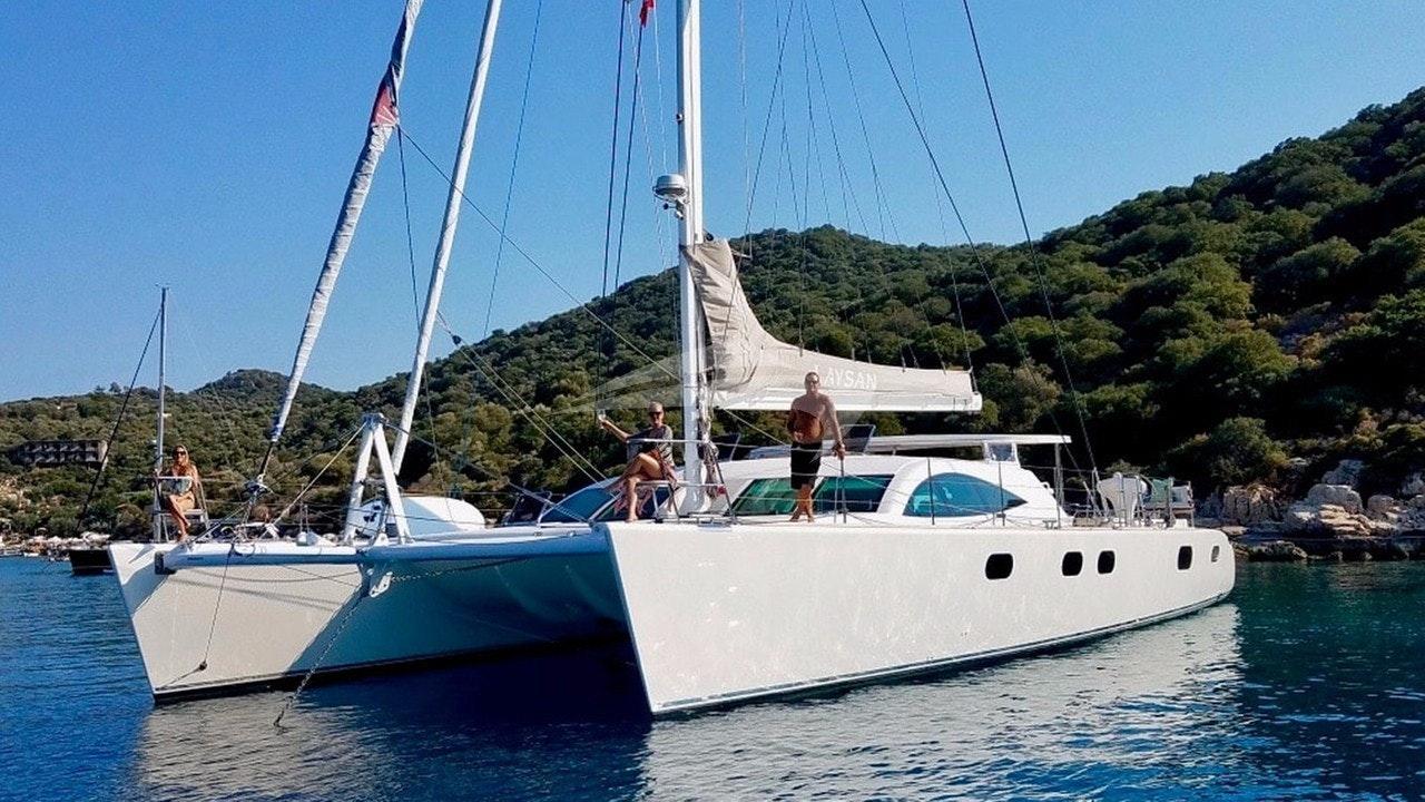 Laysan-great fun under sail & at anchor