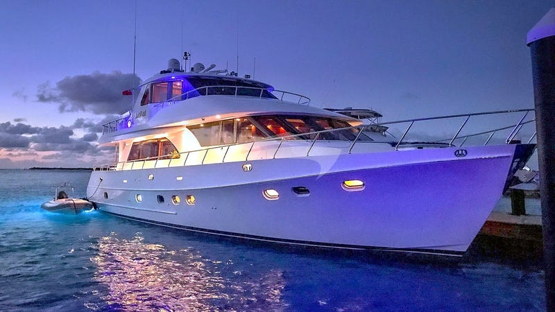 Yacht Charter JUSMAD