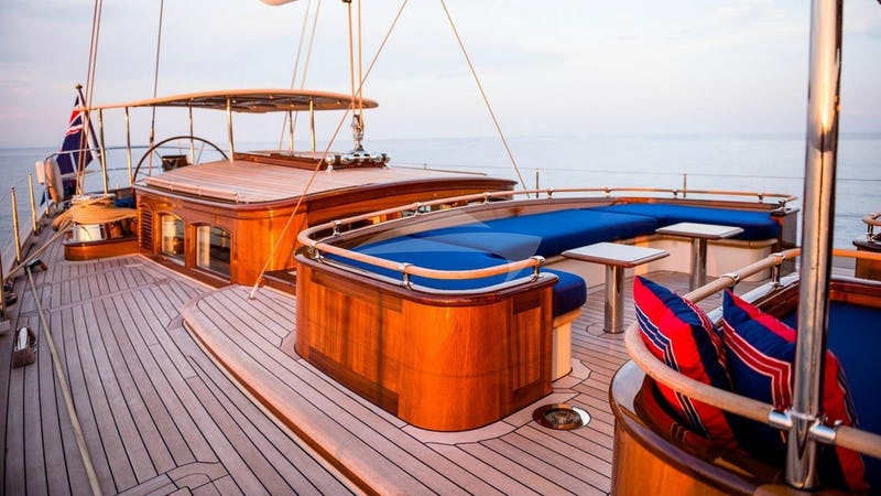 ATALANTE :: Deck Seating