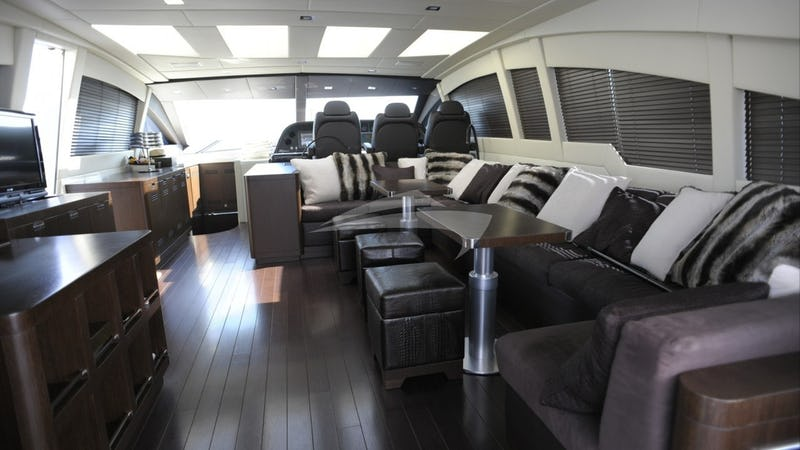 MILU II :: Saloon with seating and dining area