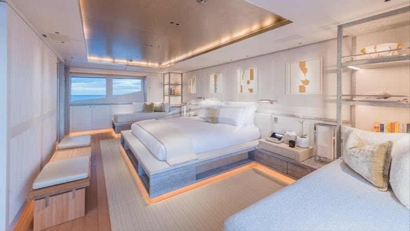 DRIFTWOOD :: Master stateroom