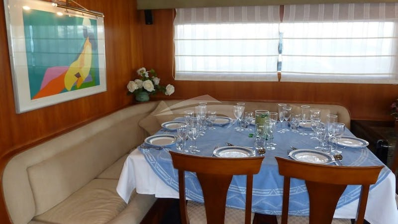 LADY TATIANA OF LONDON :: The dining area has been updated and can accommodate 11 guests for dining