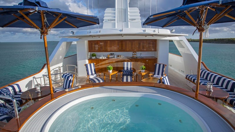 LADY VICTORIA :: Top Deck with Jacuzzi