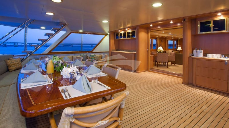 CHANTAL MA VIE :: Aft deck and dining area