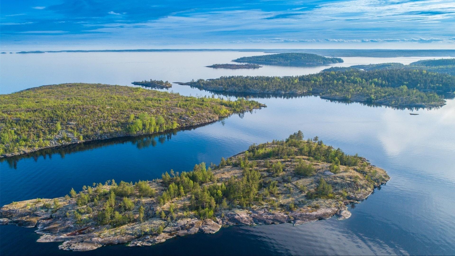 Panorama der Karelischen Inseln aus der Höhe