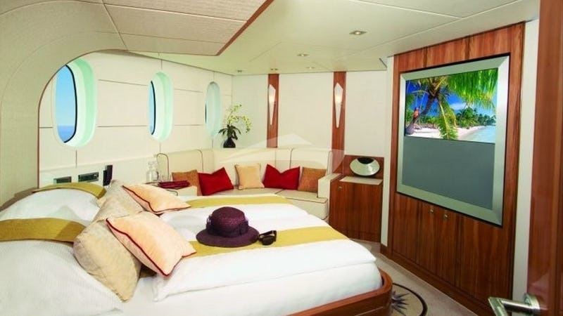 SEA BREEZE :: Master Cabin with TV