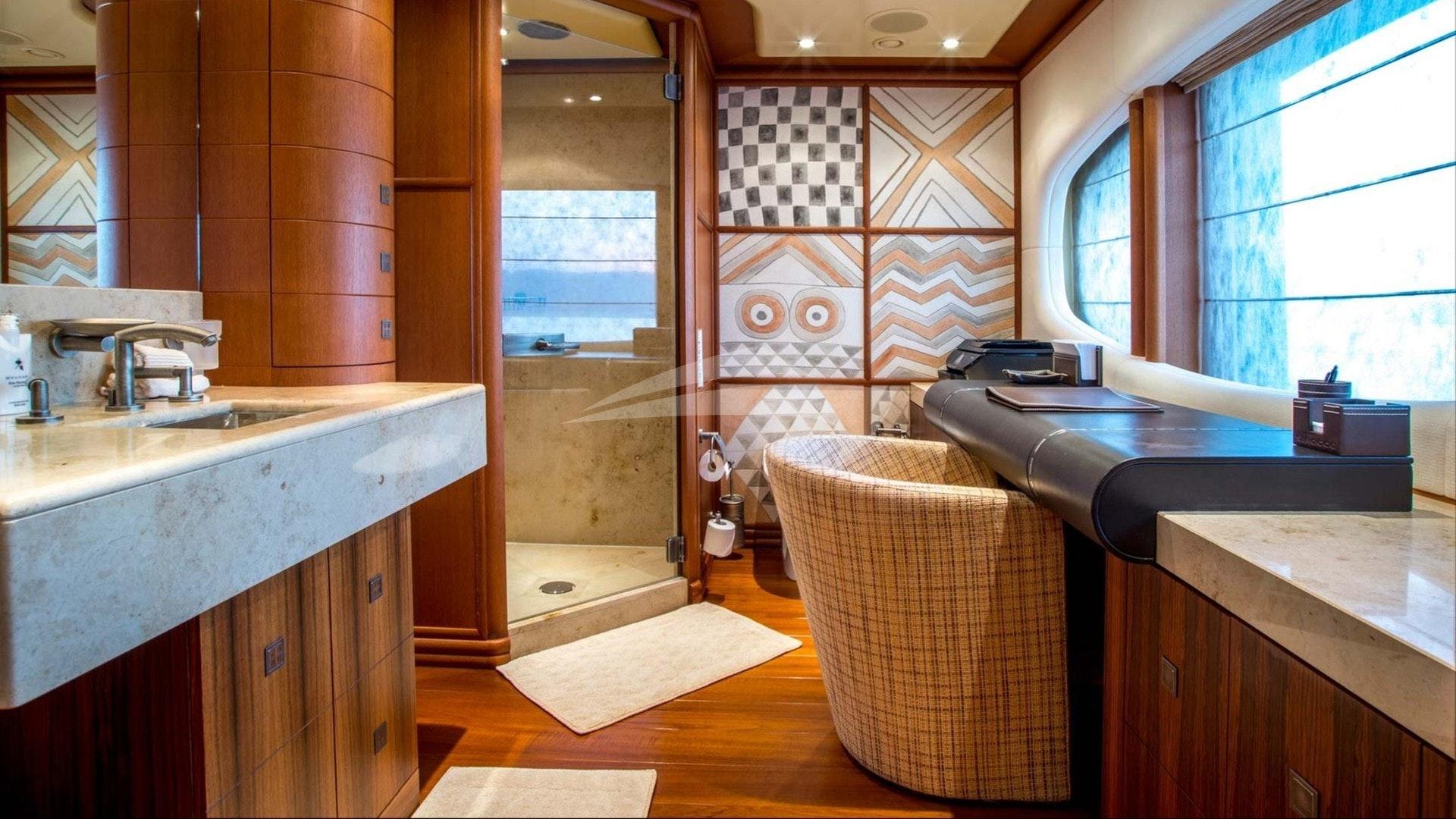 Cabine VIP bureau et salle de bain