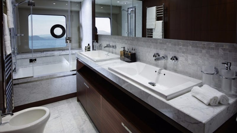 4LIFE :: Master Bathroom